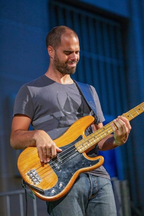 4dB - Jazz Rock Progressif: Olivier Michel, bassiste. Ville en Musique, Troyes