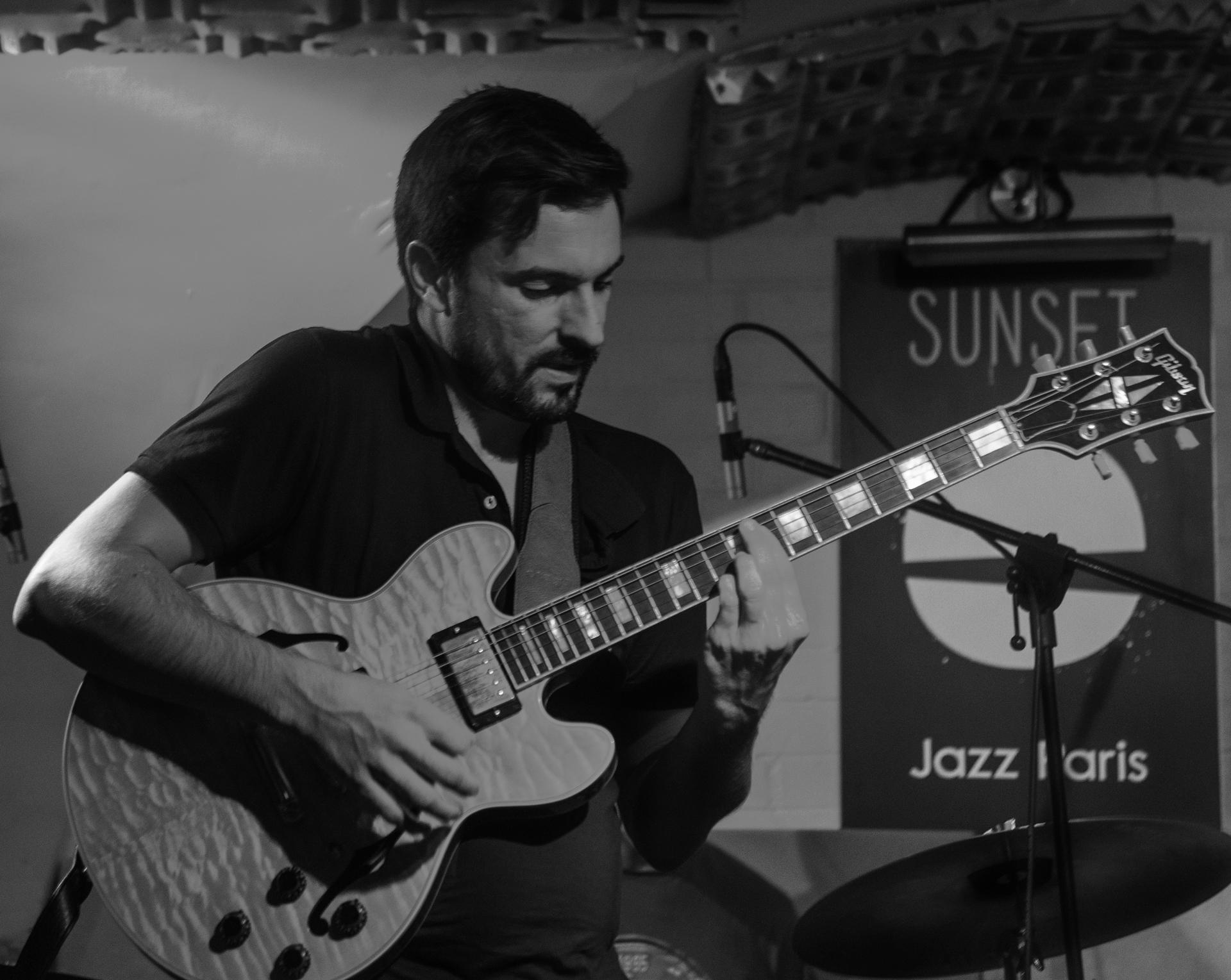 Jazz Rock Progressif - 4dB - Damien Boureau, guitariste fusion - concert Sunset